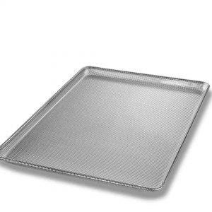 THREE-QUARTER-SIZE SHEET PAN